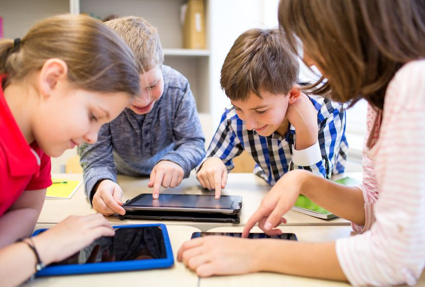 Students Using Ipads and Tablets